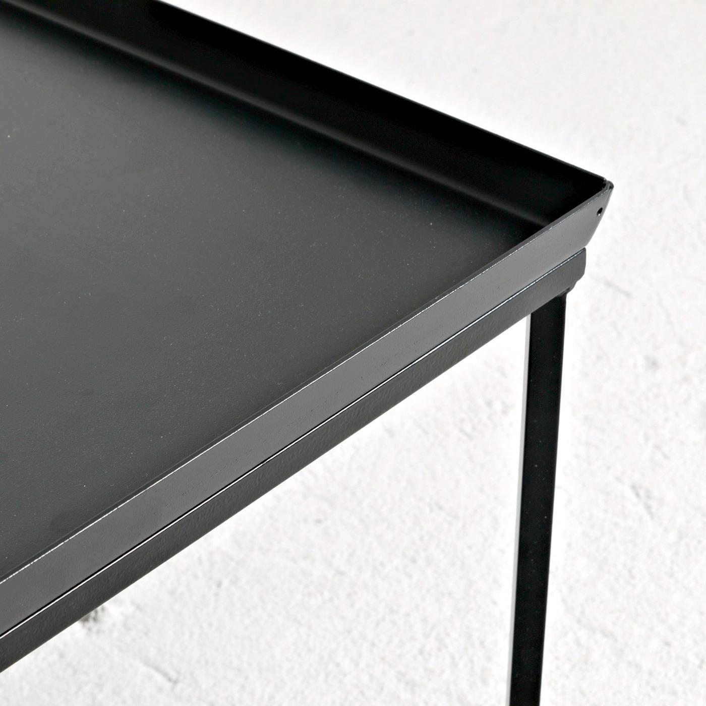 Sideboard, svart metallbricka