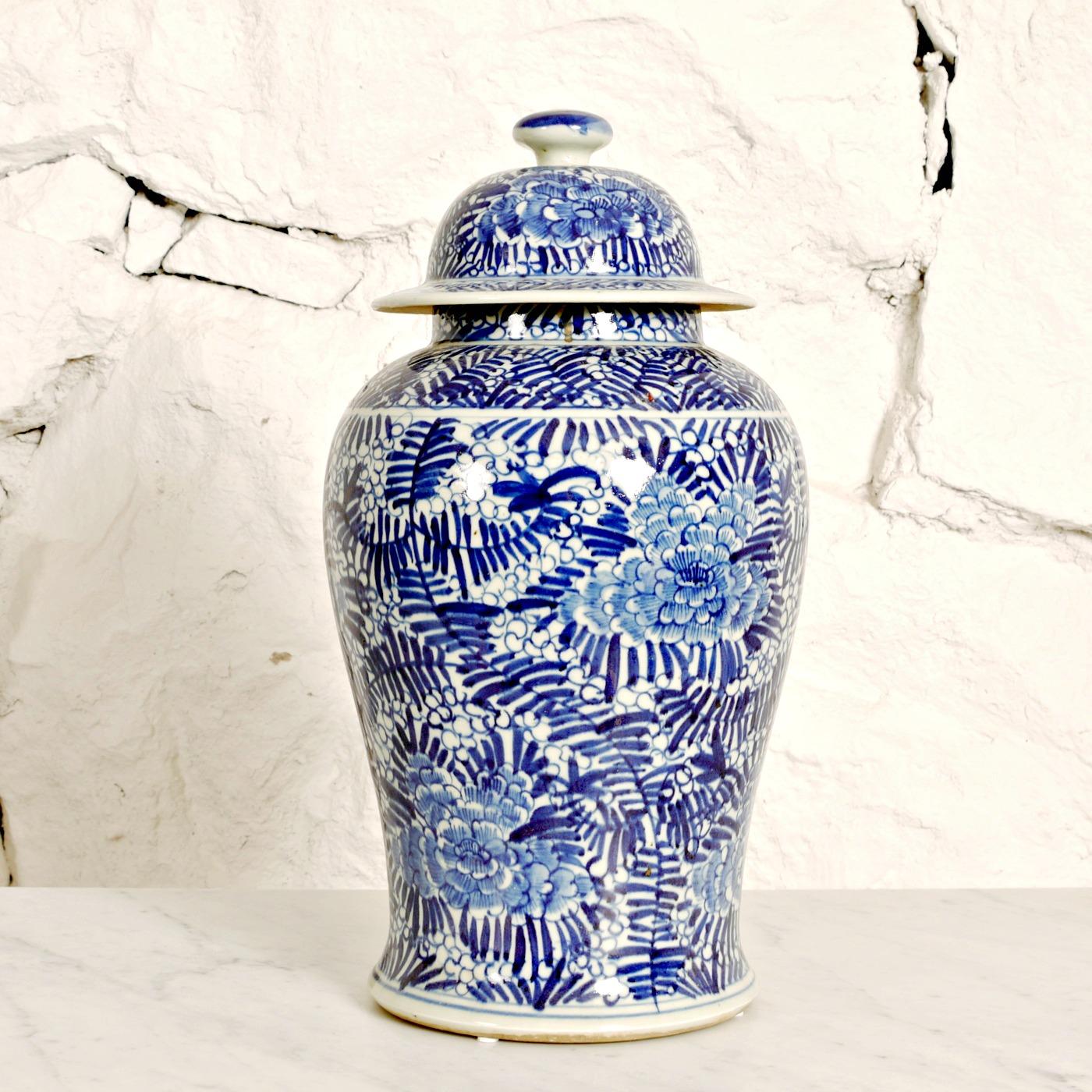 Stor urna, 43 cm. 2.400 SEK