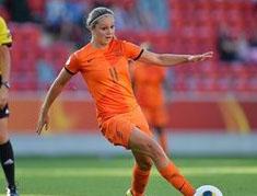 Lieke Martens inledde målskyttet mot Skottland.