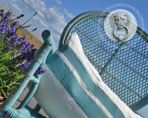 En gammal sliten rottingstol har fått nytt liv  med Chalk Paint™ kulör Provence.