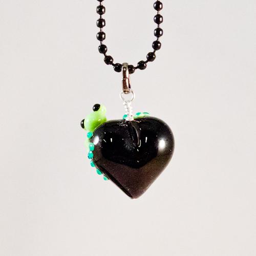 Groda på svart hjärta