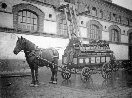 Ölutkörare Albin Foss i Kristiania. Bilden tagen i slutet av 1800-talet. Den är hämtad från Bildbanken Årjängs kommun.