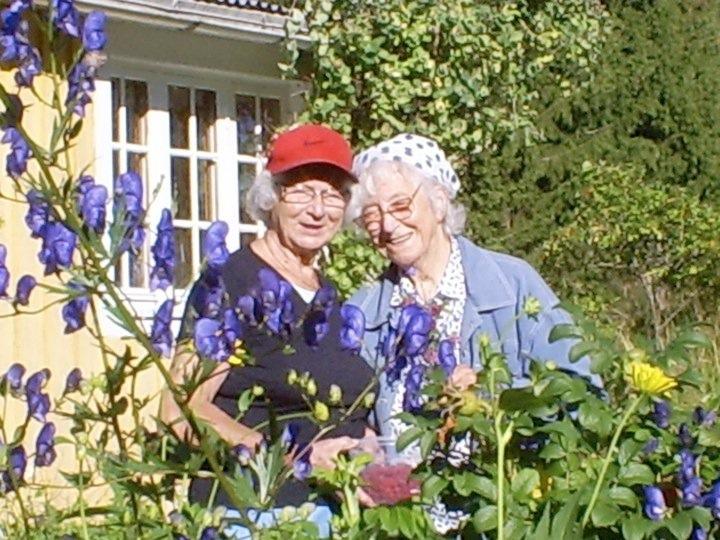 Eva Gustafson t h, t v hennes syster. Bilden tagen 2008-2009