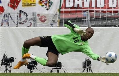 Kuben har gjort klart med en ny målvakt. Det är William Amamoo, 32, som förstärker topplaget. William med meriter från bl a Ghanas landslag och nu senast från spel med Superettalaget Ängelholms FF.