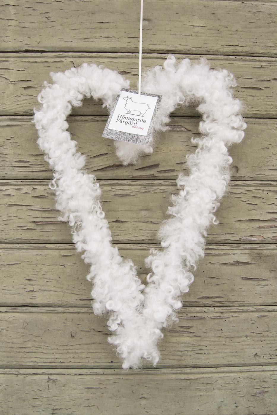 vitt hjärta mellan