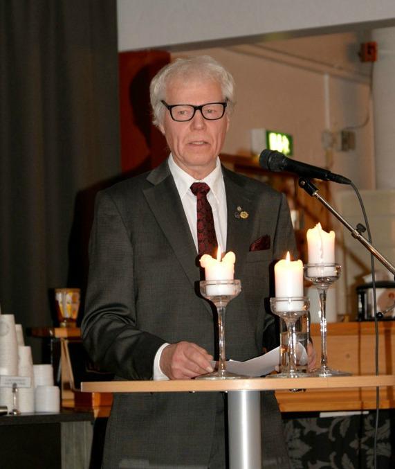 Allan Bergström gav en resumé över Norrbottensklubbens 100 år innan SM-middagen började. Foto Gunnar Pettersson.