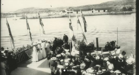 Bild tagen utanför Varmbadhuset/Båtellet 1858 när Oscar II anländer