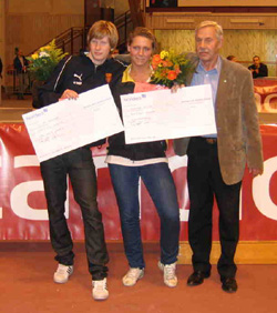 Calle och Nike tar emot stipendiet