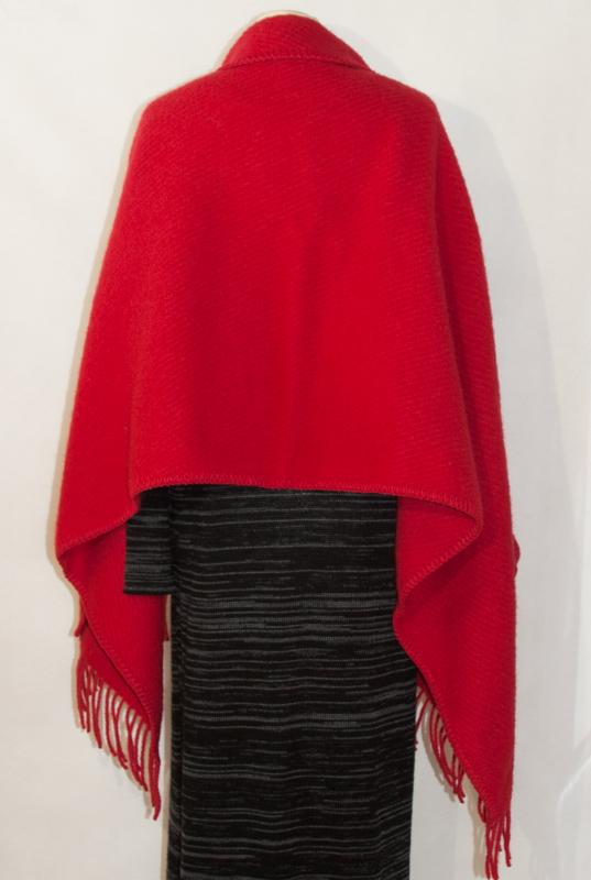 sjal i ull röd bakifrån