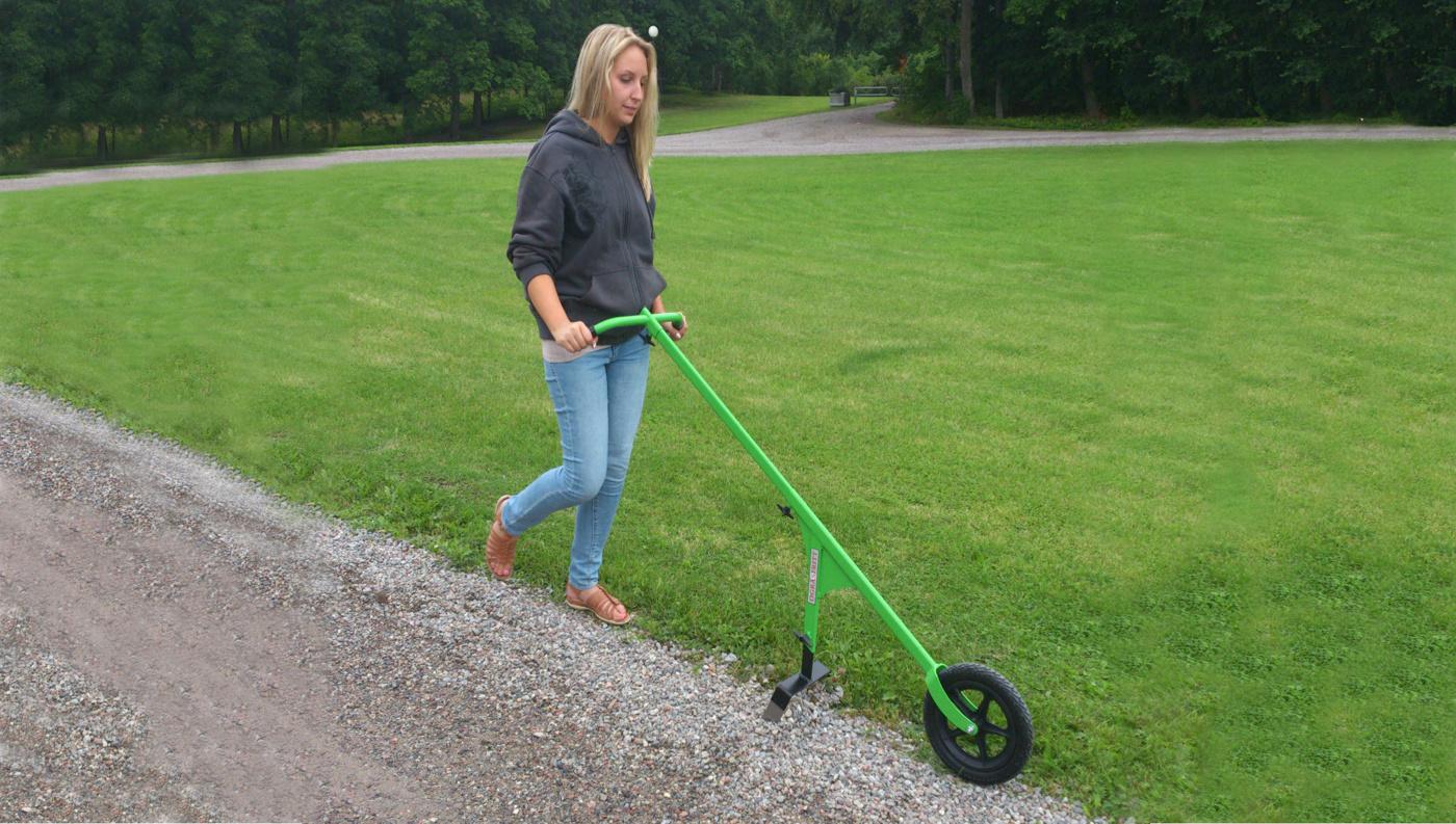 Hjulhackan med rensbåge 25cm rensar ogräs i park