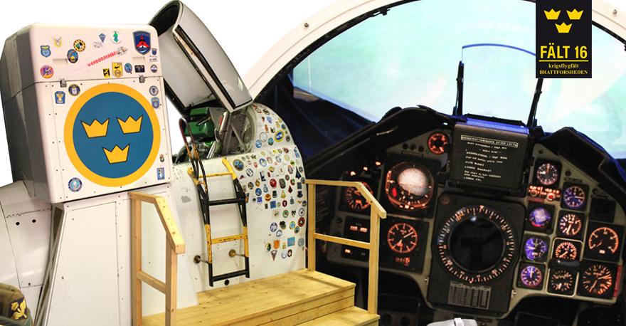 Klättra upp i Viggensimulatorn och upplev en spännande flygtur. Foto © Stiftelsen Krigsflygfält 16