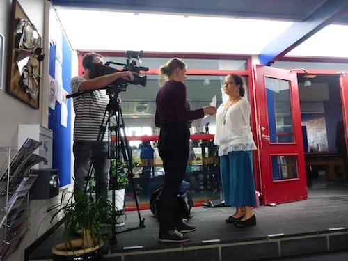 제가 Torshavn 의 고등학생을 만나기 전에 (아래 참조) Faroese방송에서 인터뷰 (위 참조)