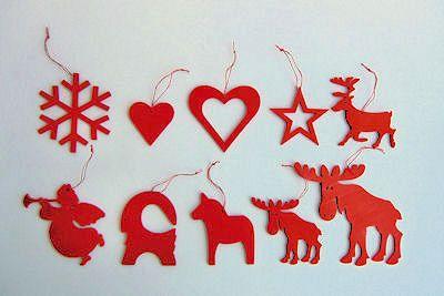 Röda juldekorationer i trä