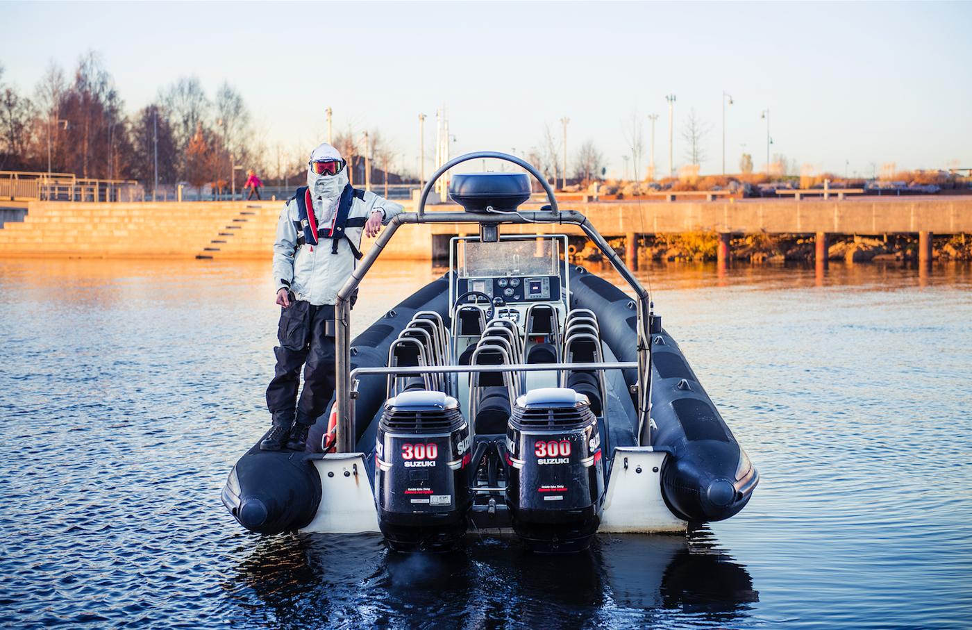 Crompton 10M Seahunter 2x300hk Suzuki