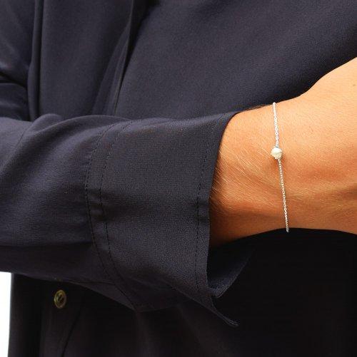 Petite-pearl-bracelet-1-500x501