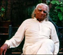 """""""Som löven rör sig i vinden, rör sig ditt sinne med din andning.""""  B.K.S Iyengar"""