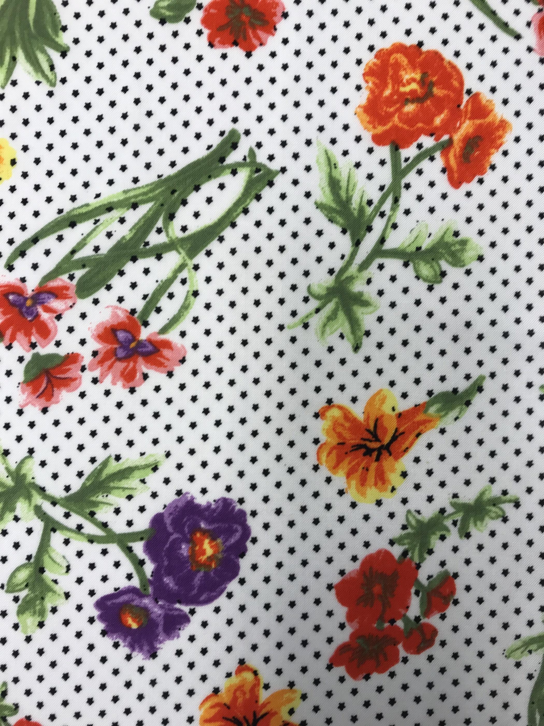 Sommarblom blommor prickar tyg metervara viskos mode
