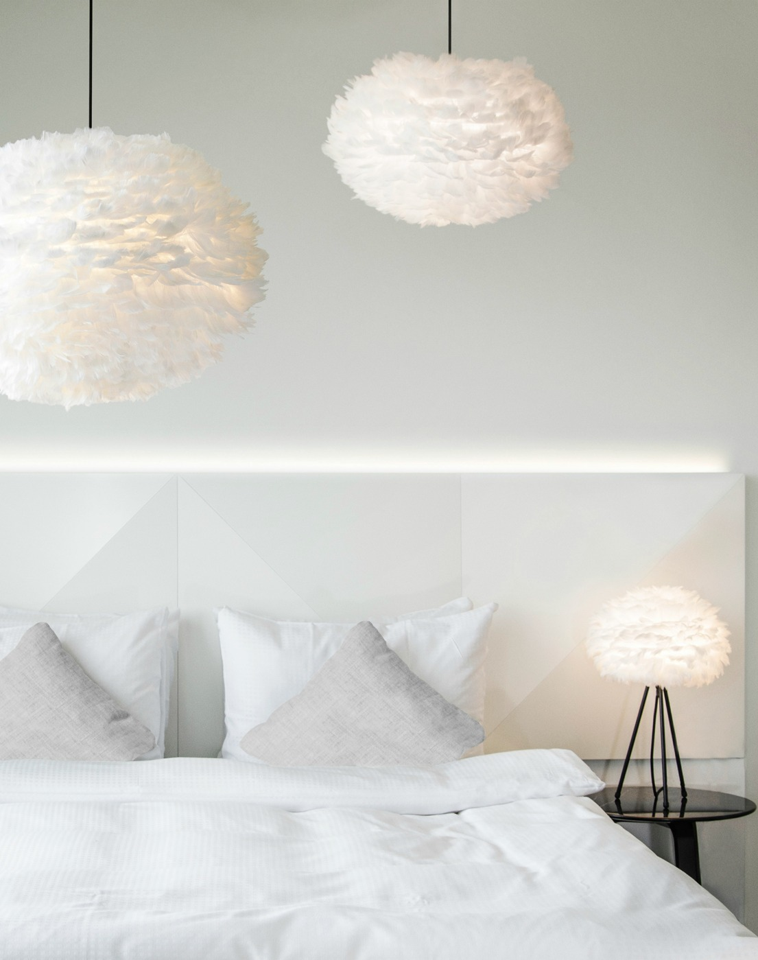 eos-large-fjaderlampa-dunlampa-taklampa-lampskarm-dansk-design-inredning-belysning-brunnsboden