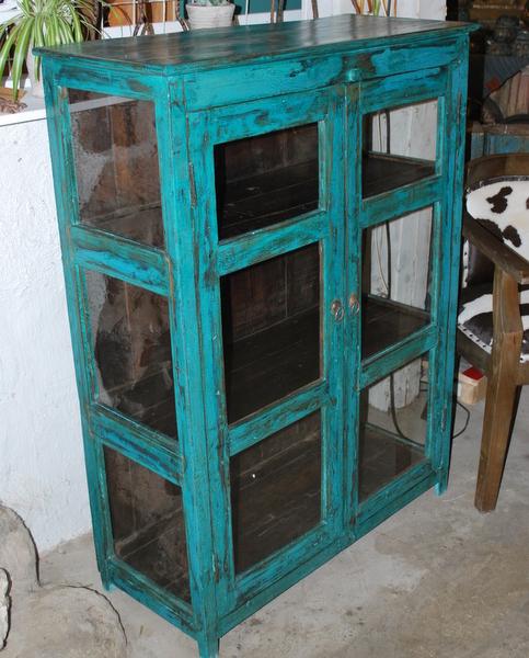 Turkosblått vintageskåp