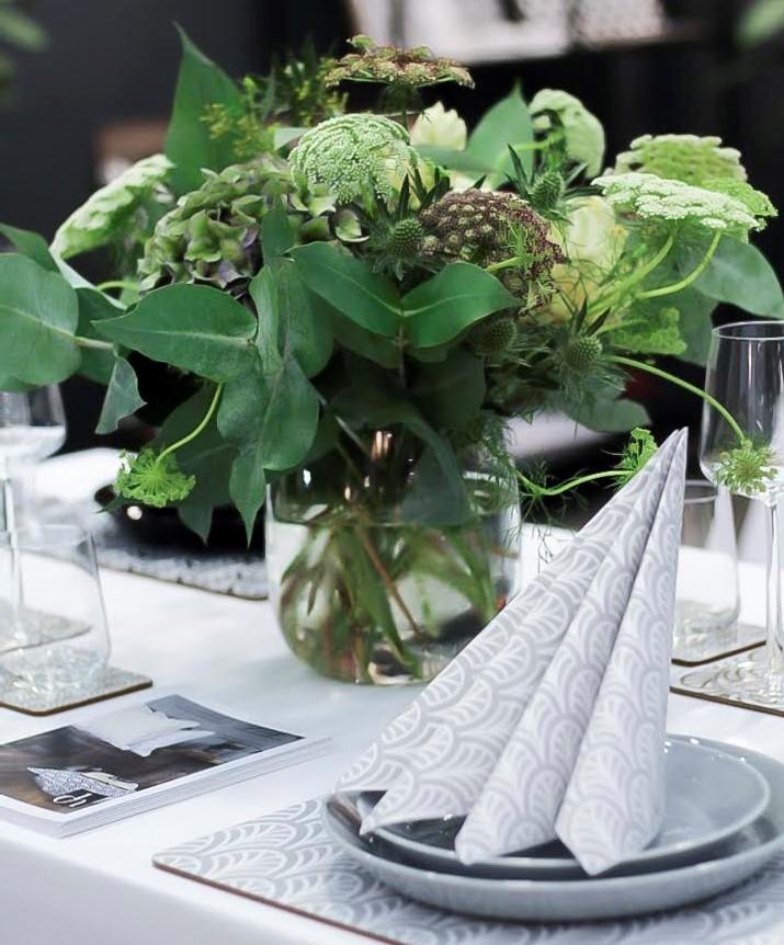 Grey palm table skuren
