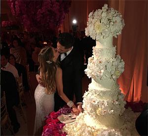 Sofia Vergaras och Joe Manganiellos bröllopstårta (klicka på bilden, länkad till mera bröllopsbilder!)