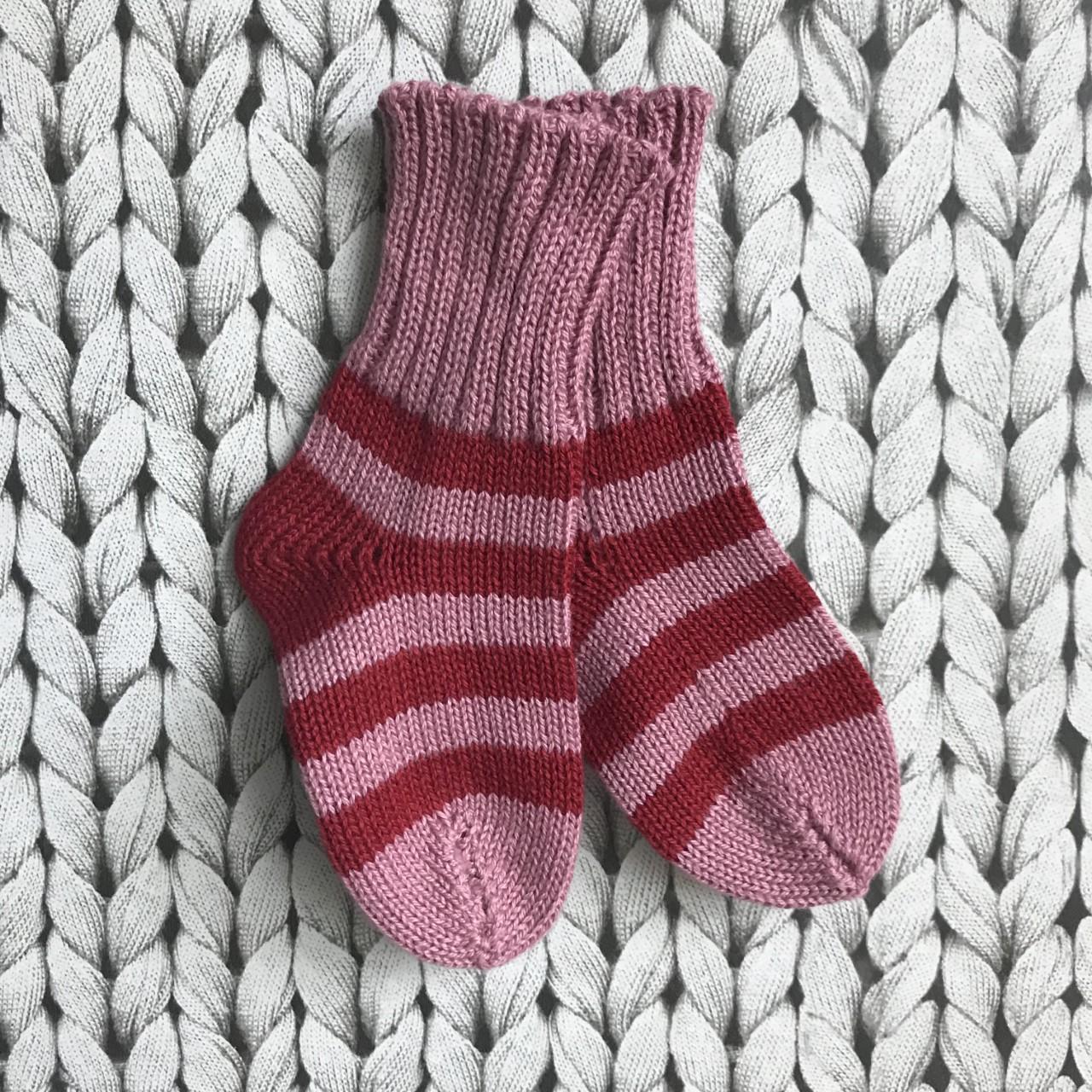 rosa/röd barnsocka
