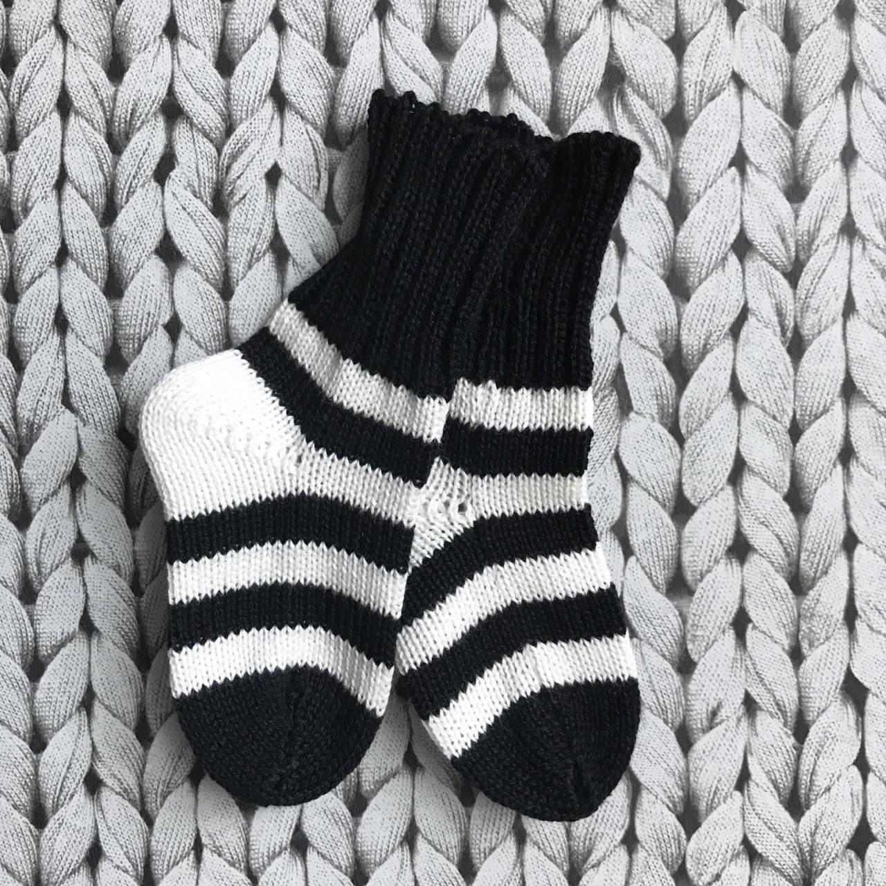 svart/vit barnsocka