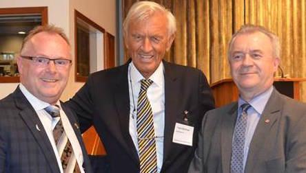 Ordförande i Fiskbranschens Riksförbund, Yngve Björkman, flankerad av Norges Fiskeriminister Per Sandberg (tv) och Landsbygdsminister Sven-Erik Bucht (th).