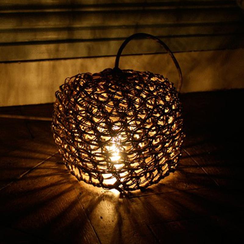Best before. Bordslampa Veilluse