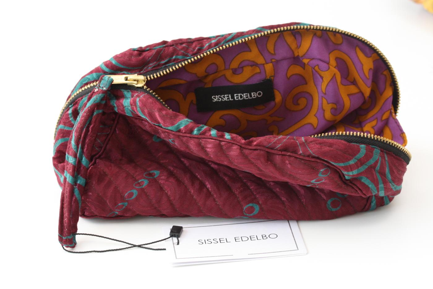 Sissel Edelbo. Sminkväska av återvunna saris.