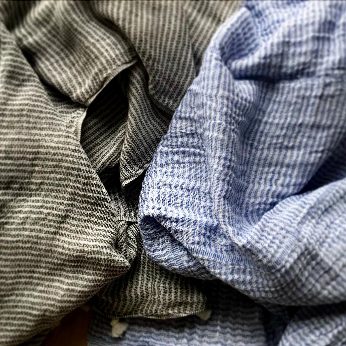 Ateljé Stockholm. Krinklad handduk ekologisk bomull.
