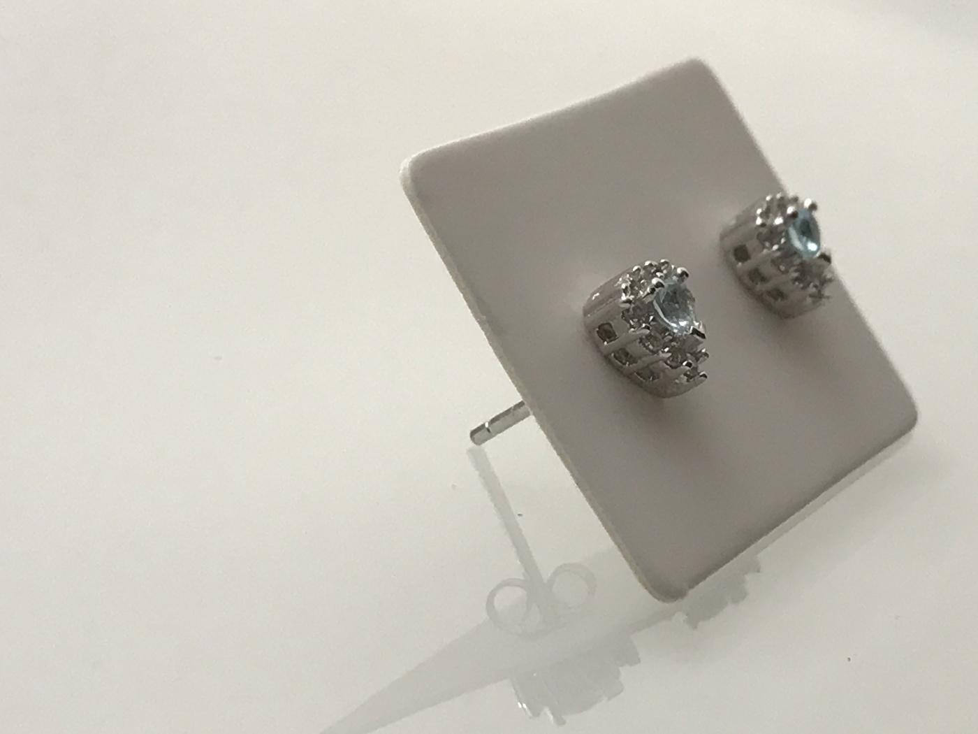 Silverörhängen med ljusblå akvamarin