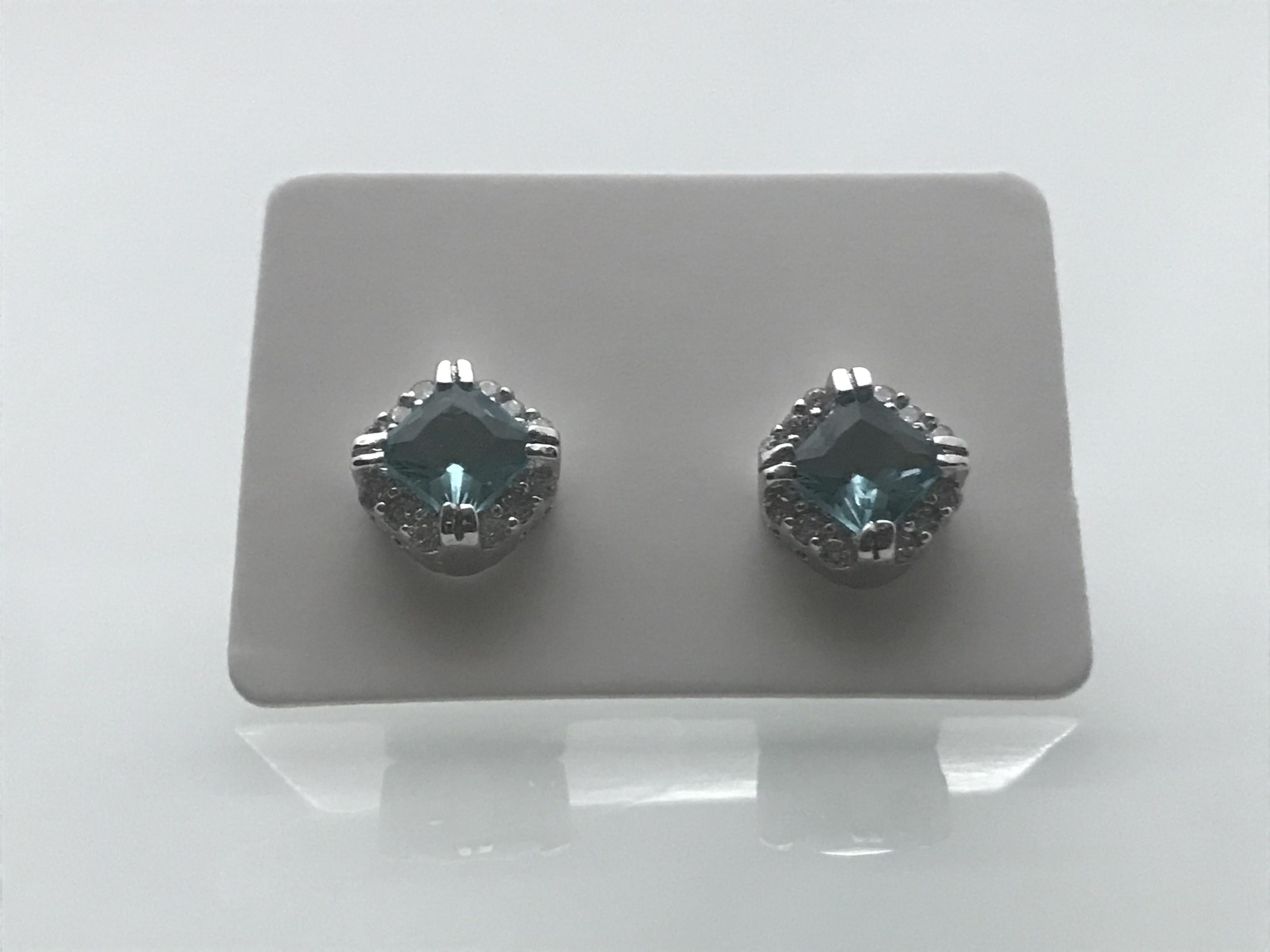 Silverörhängen med akvamarin