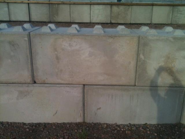 Vägg av Kuskatorpets betongblock 160x80x80