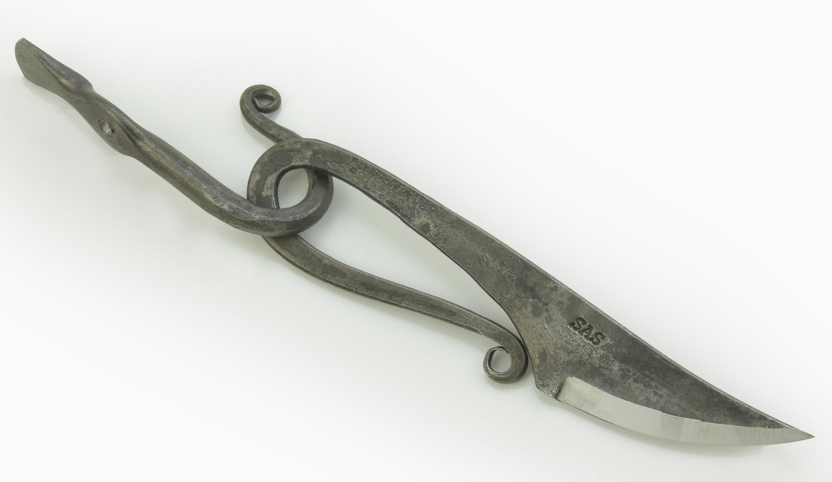 Järnålderskniv med krok