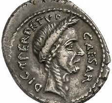 Statsman? Mynt som framställer Caesar som dictator perpetuo - diktator på livstid. Allvarlig, fårad och lagerkrönt. En statsman som skulle lösa samhällets problem och skapa lugn i riket. Det var nog så Caesar ville att hans samtid skulle uppfatta honom.