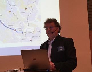 Arkitekt Torbjörn Einarsson, Arken Arkitekter AB, är projektledare för Stadshus Infrastruktur ABs arbete med Illustrationer och modeller.  Här vid presentationen  den 21 januari 2016 då han levererade en mycket sakkunning, fullödig och intressant information och besvarade frågor.