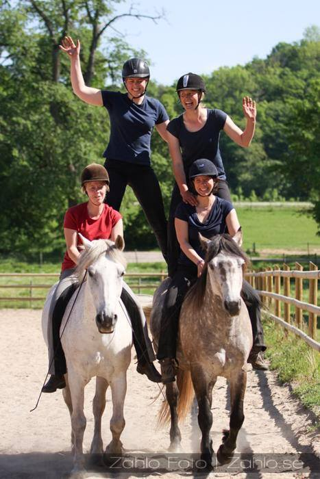 Buzy week, means Fun Week! On the picture Therese and Me Riding, Jenny and Stinelo standing behind ;-)