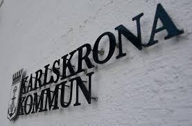 Bryter mot lagen – i 46 fall   Många barn och unga i Karlskrona får gå på sommarlov utan att deras hem- och familjesituation hinner granskas i tid. I nuläget ligger 46 anmälningar på hög i väntan på v